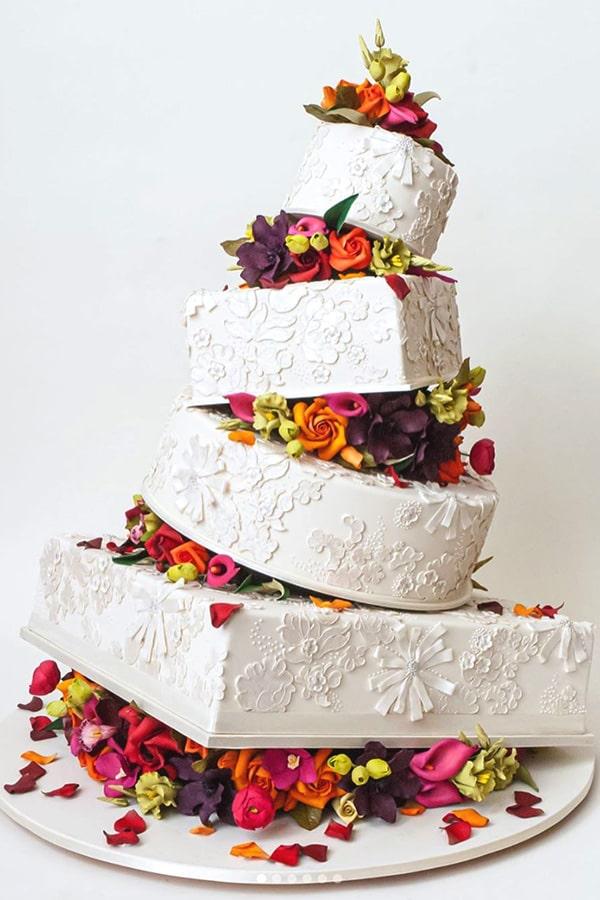 Gâteau de mariage avec une décoration créative