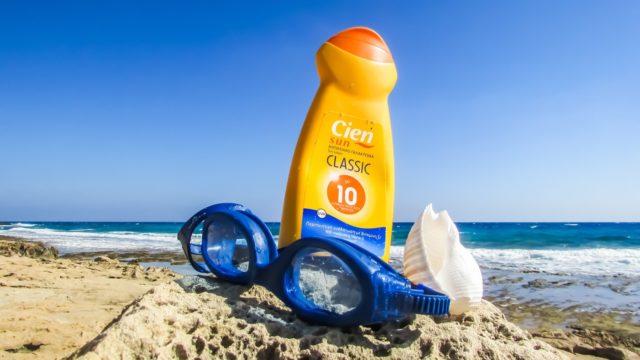 Porter des crèmes solaires
