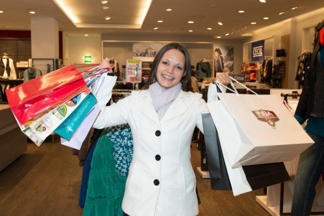 La mode diffusion : profiter des vêtements de marque à bas prix