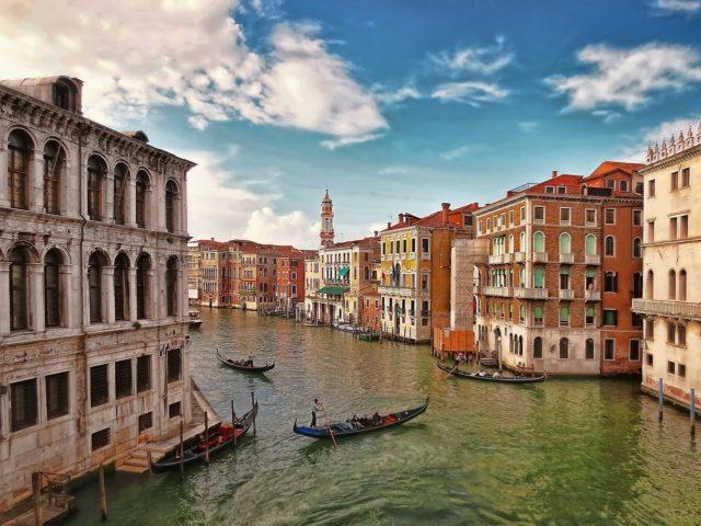 Se promener en gandole à Venise