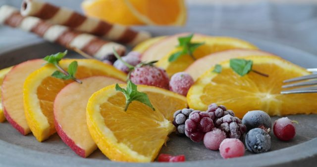 Manger des fruits frais