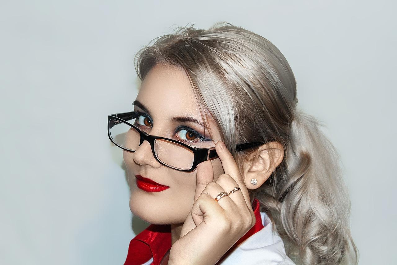 Comment se maquiller les yeux lorsqu'on porte des lunettes ?
