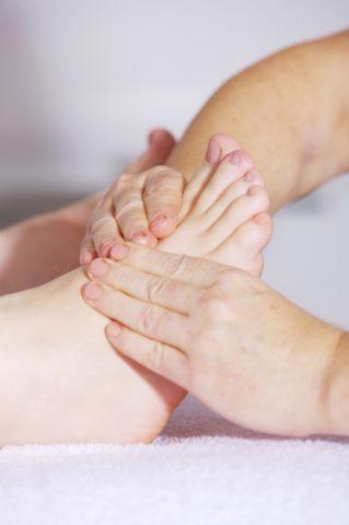Masser le pieds pendant 10 minutes