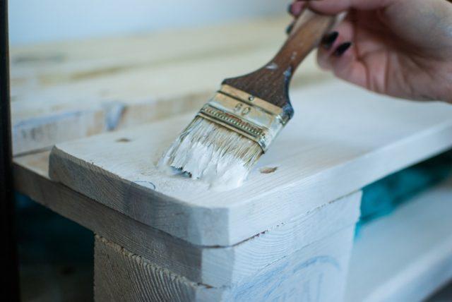 Idée de meuble fait avec une palette de bois