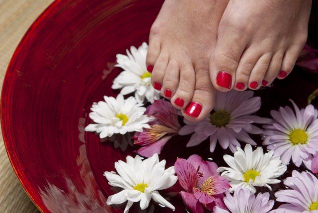 Pédicure maison : bain de pieds