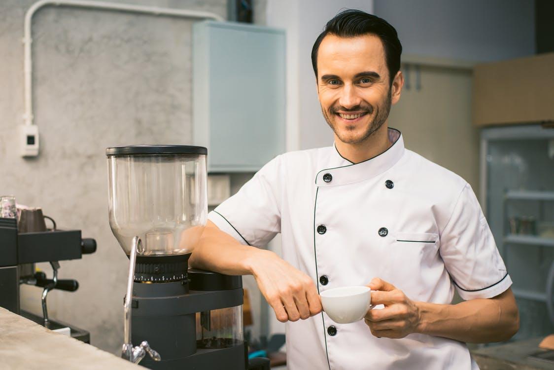 Les secrets des chefs cuisiniers pour rendre leurs plats plus savoureux