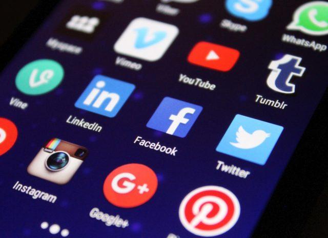 Les réseaux sociaux pour se tenir au courant des tendances mode