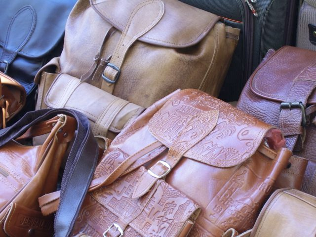Nettoyer les sacs en cuir