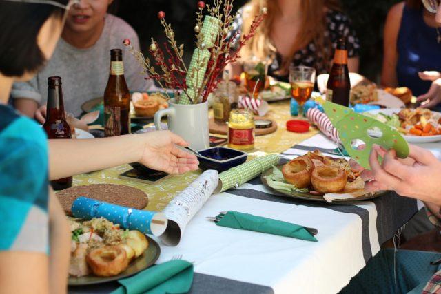 Inviter des amis à manger